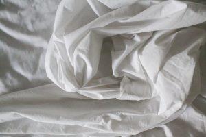 Draps en coton - Mieux dormir lorsqu'il fait chaud : 15 astuces