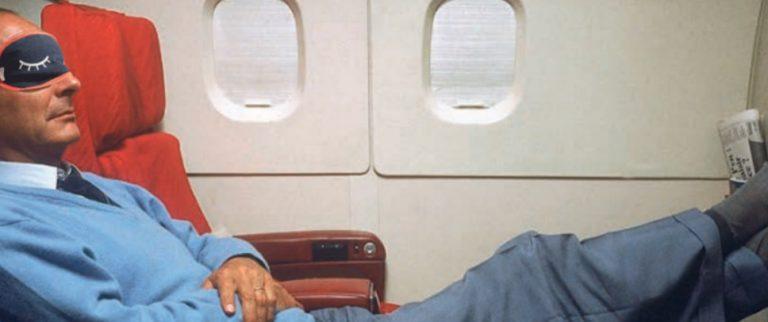 Bien dormir en avion : les astuces
