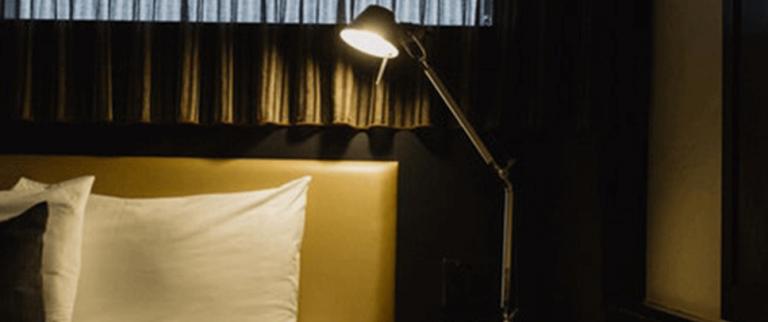 Dormir dans le noir complet pour un meilleur sommeil