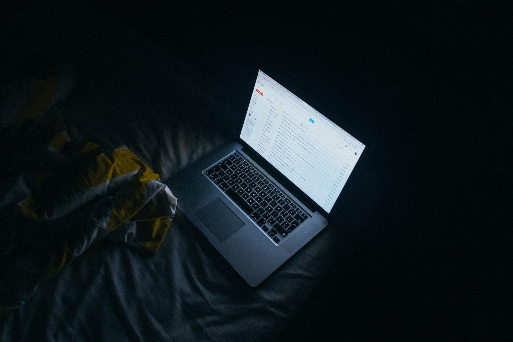 Comment bien dormir - Éviter la lumière bleue