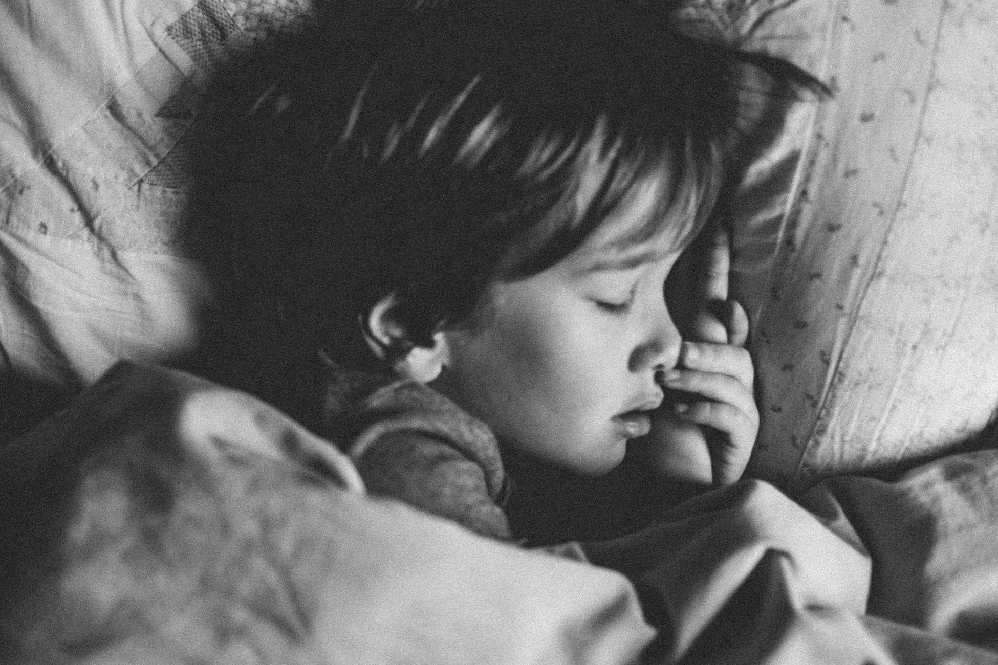 Comment savoir qu'un enfant manque de sommeil ?