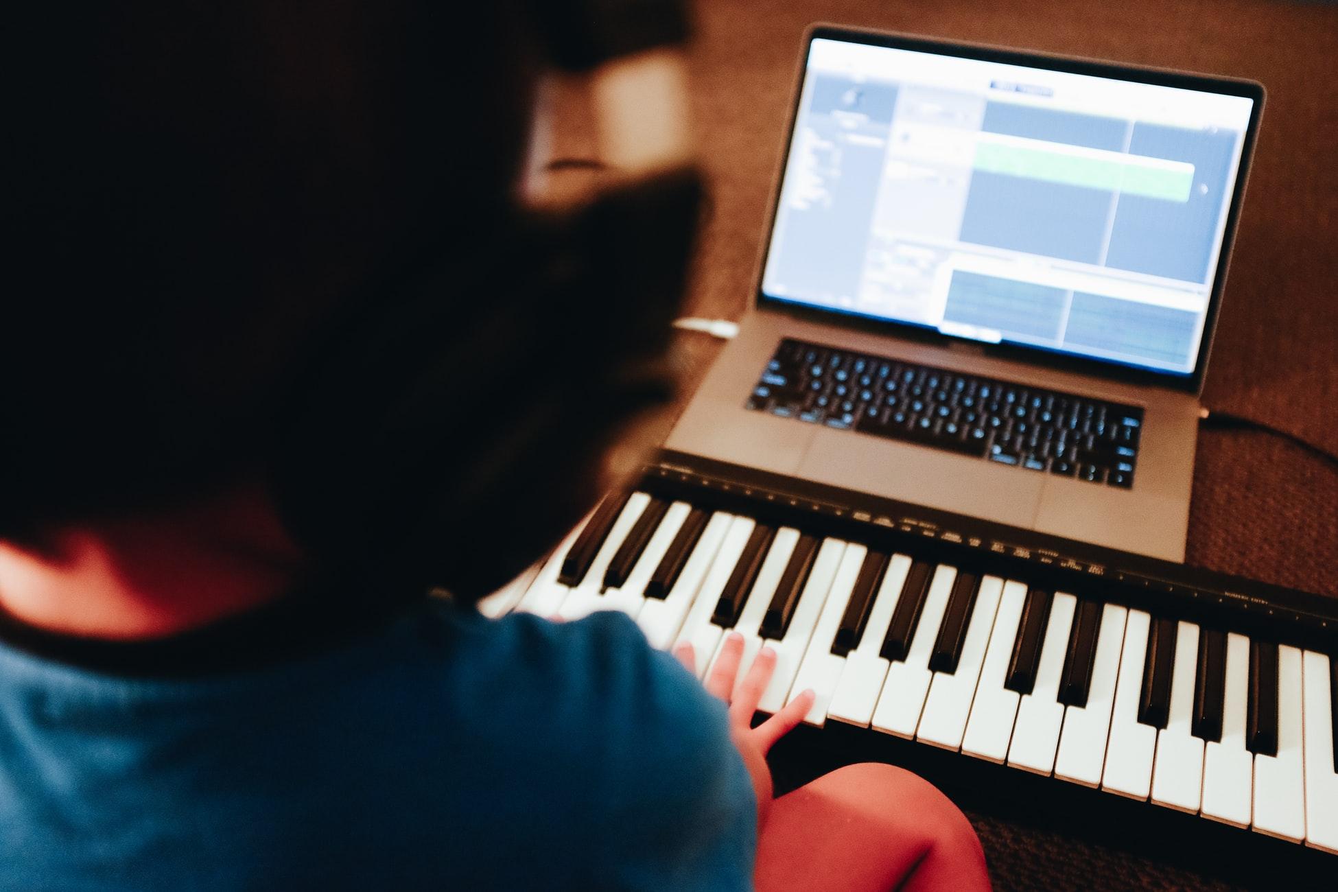 Profitez de cours de musique gratuits en ligne